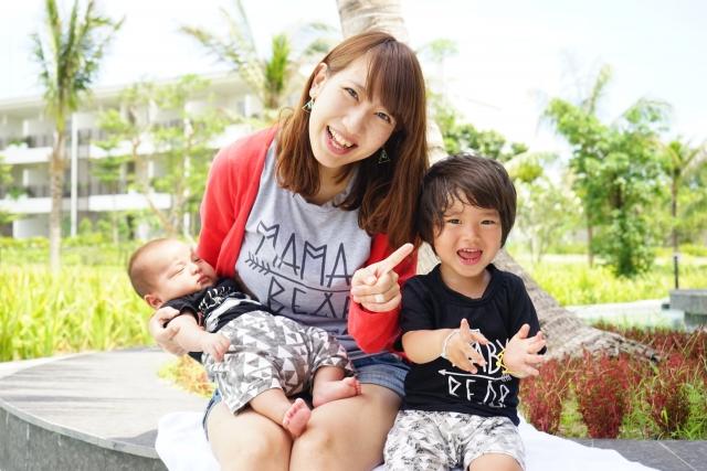 宮島で子供と一緒に写真撮影
