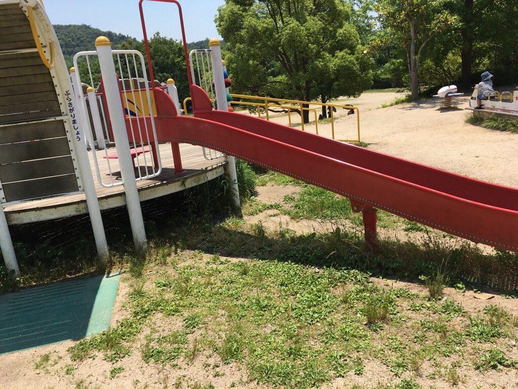 焼山公園の小さいローラーすべり台