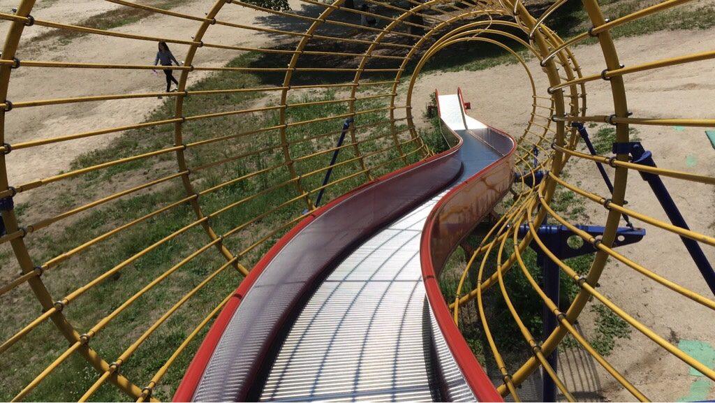 焼山公園の大型ローラーすべり台
