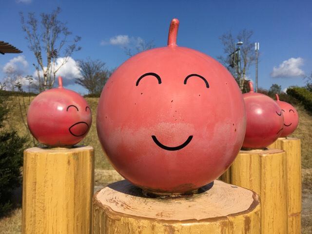 せら夢公園のりんごのオブジェ