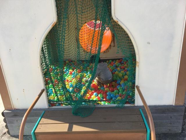 せら夢公園の温泉モチーフの遊具