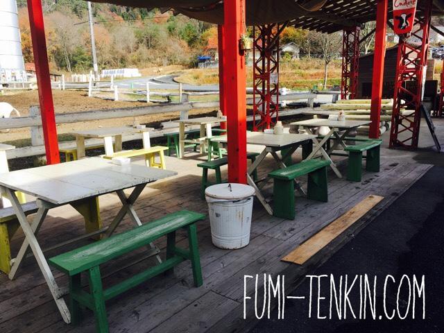 広島の牧場トムミルクファーム屋外テラス
