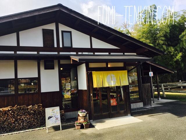 広島の牧場トムミルクファームの上ノ原チーズケーキの売店