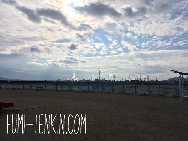 大竹の晴海臨海公園から見える大竹工場地帯